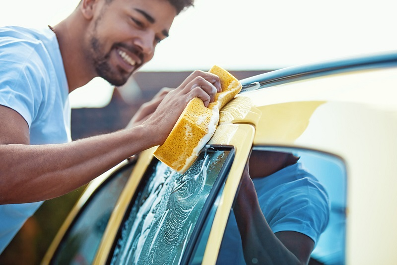 How to wash a new car