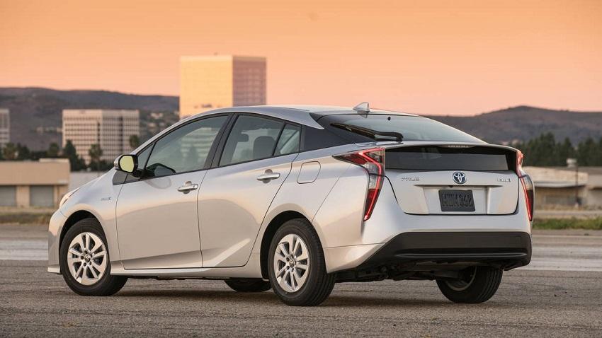 driving a hybrid car
